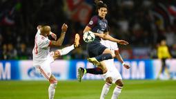 Penyerang Paris Saint-Germain, Edinson Cavani (tengah) mengekor pada peringkat kedua top scorer Ligue 1 Prancis dengan koleksi delapan gol. (AFP/Christophe Simon)