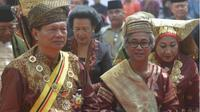 Rajo Alam Minangkabau Sultan Haji Muhammad Taufiq Thaib (kiri). (foto: istimewa Batamnews.co.id)
