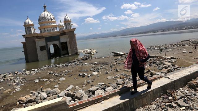 Pandangan Udara Masjid Terapung Usai Diguncang Gempa dan Tsunami Palu