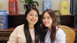 Dalam foto sambil memegang perutnya yang makin membesar, Kahiyang terlihat tertawa lebar. Banyak warganet yang memuji putri orang nomor satu di Indonesia tersebut. (instagram/ayanggkahiyang)