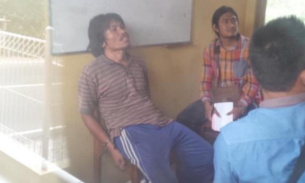 Pelaku yang melempar petasan di Gereja Santo Yusuf Ambarawa tengah diperiksa polisi (foto : Liputan6.com / Edhie Prayitno Ige)
