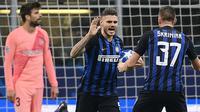 Mauro Icardi mencetak gol penyeimbang untuk Inter Milan saat bertanding melawan Barcelona. (AFP/Marco Bertorello)