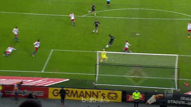 Hertha Berlin bangkit dari ketinggalan untuk meraih kemenangan 2-1 saat berkunjung ke markas Hamburg. Sempat tertinggal oleh gol D...