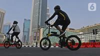 Warga berolahraga menggunakan sepeda di Bunderan HI Jakarta, Minggu (7/6/2020). Hari Bebas Kendaraan Bermotor (HBKB) masih belom diberlakukan, sampai dengan waktu yang belum ditentukan. (Liputan6.com/Herman Zakharia)