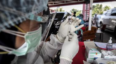 FOTO: Pelaksanaan Vaksinasi Virus Corona COVID-19 Secara Drive-Thru