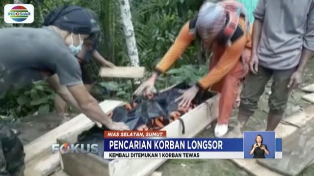 Tim gabungan kembali temukan 1 dari 7 korban  tewas yang tertimbun material longsor di Gomo, Nias Selatan, Sumatera Utara.