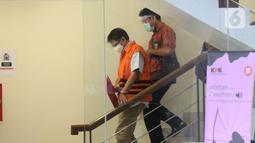 Mantan Direktur Teknik dan Pengelolaan Armada Garuda, Hadinoto Soedigno sebelum rilis penahanan di Gedung KPK, Jakarta, Jumat (4/12/2020). Hadinoto merupakan tersangka ketiga dalam kasus suap di Garuda. Sebelumnya KPK menetapkan Emirsyah Satar dan Soetikno Soearjo (Liputan6.com/Helmi Fithriansyah)
