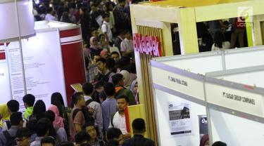 Ribuan pelamar memadati bursa kerja di Jakarta, Rabu (24/1). Pemerintah mengklaim angka pengangguran pada 2017 turun daripada tahun sebelumnya. (Liputan6.com/Angga Yuniar)