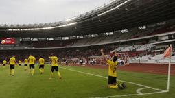 Pemain Ceres-Negros, Bienvenido Maranon, merayakan gol ke gawang Persija Jakarta pada laga Piala AFC di SUGBK, Jakarta, Selasa (23/4). Persija takluk 2-3 dari Ceres-Negros. (Bola.com/Peksi Cahyo)