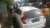 Penilangan mobil yang memakai kendaraan pelat ganjil ( foto: twitter TMC Polda Metro Jaya)