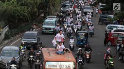 Relawan capres dan cawapres nomor urut 01 Joko Widodo atau Jokowi dan Ma'ruf Amin menggelar konvoi menuju lokasi debat Pilpres 2019 di Jakarta, Minggu (17/2). Massa memberi dukungan untuk Jokowi yang akan mengikuti debat.(Www.sulawesita.com)