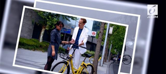 Mengayuh sepeda dapat membantu tubuh menjadi sehat. Akan tetapi, sepada ini ternyata bisa membantu mengubah polusi menjadi udara.