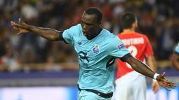 Vincent Aboubakar. Striker Kamerun kelahiran 22 Januari 1992 ini ada di urutan ke-7 dengan mencetak 14 gol untuk 2 klub, Porto dan Besiktas. Saat ini masih aktif bermain membela Besiktas. (AFP/Anne-Christine Poujoulat)