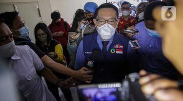 Gubernur Jawa Barat, Ridwan Kamil memenuhi panggilan Bareskrim Polri, Jakarta, Jumat (20/11/2020). Ridwan Kamil dimintai klarifikasi terkait dugaan pelanggaran protokol kesehatan Covid-19 di acara kerumunan yang melibatkan Rizieq Shihab di Megamendung, Bogor. (Liputan6.com/Faizal Fanani)