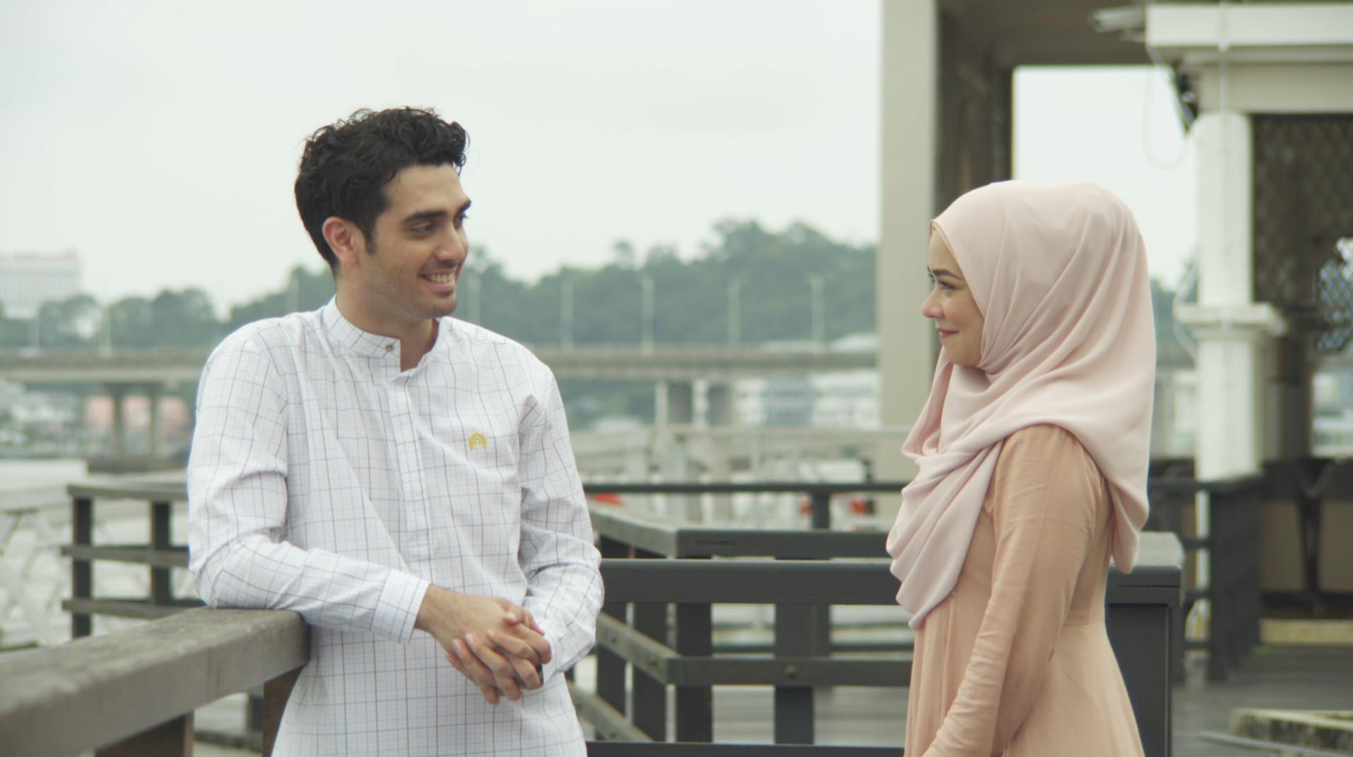 Fachri Albar, Donita, Dewi Irawan, dan bintang Malaysia, seperti Nora Danish dan Ashraf Muslim beradu akting di Bukan Cinta Malaikat. (Foto: Istimewa)
