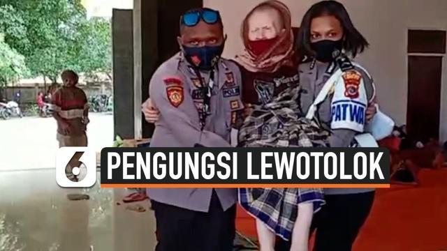 Di duga stres dan trauma, ratusan pengungsi erupsi Gunung Ili Lewotolok di Kabupaten Lembata Provinsi Nusa Tenggara Timur jatuh sakit dan mendapatkan perawatan medis di pos kesehatan pengungsi.