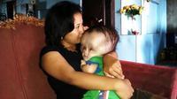 Fauzan, bocah satu tahun penderita hidrosefalus, dirujuk ke RS Wahidin Sudirohusodo, Makassar, Sulsel. (Liputan6.com/Fauzan)
