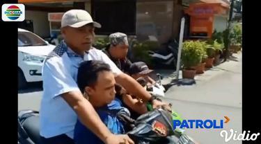 Modus dua pria ini adalah berpura-pura mengambil alih cicilan kredit mobil.
