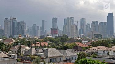 Deretan gedung bertingkat yang terlihat dari kawasan Jakarta, Minggu (7/10). Menurut data The Skyscraper Center, jumlah gedung bertingkat di ibu kota Jakarta saat ini mencapai 382 gedung. (Merdeka.com/Iqbal S Nugroho)