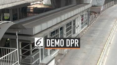 Guna mengantisipasi massa pendemo di gedung MPR/DPR pengelola Transjakarta enutup haltenya di Slipi dan Senaya. Bus dialihkan melalui jalan tol dalam Kota.