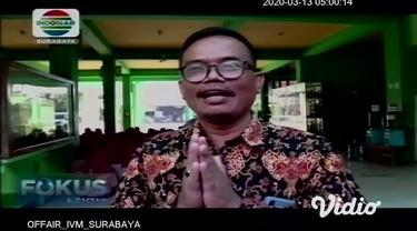 Berbagai cara untuk mencegah penyebaran virus corona, di antaranya adalah menjaga kebersihan lingkungan dan merubah cara bersalaman. Seperti yang dilakukan oleh siswa- siswi SMPN 13 Surabaya.