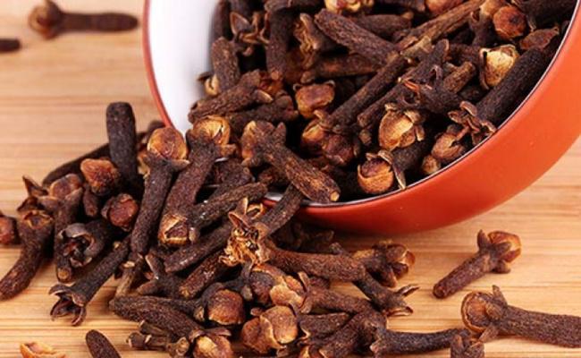 Konsumsi ramuan cengkeh untuk dapatkan aroma tubuh wangi dan segar alami/copyright momjunction.com