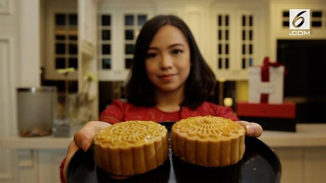 Michelle awalnya menganggur saat pulang kuliah dari luar negeri, hingga akhirnya tercetus memulai bisnis kue bulan yang kini omzetnya mencatai ratusan juta.