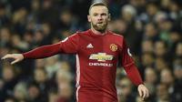 Striker Manchester United, Wayne Rooney, saat tampil melawan West Bromwich Albion pada laga Premier League di Stadion The Hawthorns, Inggris, Sabtu (17/12/2016). (AFP/Oli Scarff)