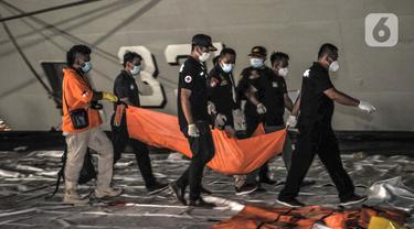 FOTO: Pencarian Pesawat Sriwijaya Air SJ 182 Terus Dilakukan pada Malam Hari