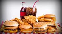 Ternyata beberapa artis Hollywood ini pernah bekerja di restoran fast food.