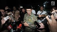 Menag Lukman Hakim Saifuddin memberi keterangan kepada awak media di Kantor Kementerian Agama, Jakarta, Senin (18/3). Lukman Hakim mendatangi kantor Kemenag setelah ruang kerjanya disegel dan digeledah penyidik KPK. (merdeka.com/Iqbal S. Nugroho)