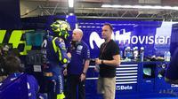 Pembalap Movistar Yamaha, Valentino Rossi mengkritik aksi Marc Marquez pada MotoGP Argentina 2018. (Twitter/Yamaha MotoGP)