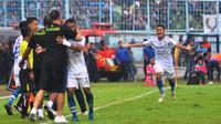 Gelandang Persib Bandung, Ghozali Siregar merayakan gol ke gawang Arema FC, pada 16 besar Piala Indonesia 2018, di Stadion Kanjuruhan, Jumat (22/2/2019). (Bola.com/Iwan Setiawan)
