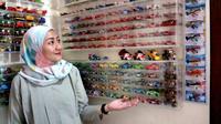 Amaliya Viyata punya ribuan mainan anak-anak di rumahnya. (Liputan6.com/Fitri Haryanti Harsono)