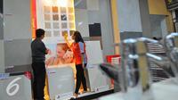 Tahun ini, penjualan keramik diperkirakan merosot 10% menjadi 340 juta m2 dari tahun lalu 380 juta m2, Jakarta, Selasa (29/11). Pada 2017, penjualan keramik diperkirakan naik 5% menjadi 357 juta m2. (Liputan6.com/Angga Yuniar)