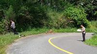 Petugas kemudian mendatangi TKP di ruas jalan area perkebunan Tonsile, Matali Baru, Lolayan, Kotamobagu.
