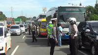 Razia bus wisata di Puncak, Bogor (Liputan6.com/Achmad Sudarno)