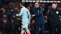 Ekspresi Manajer Chelsea, Maurizio Sarri (tengah) saat striker Gonzalo Higuain digantikan pada lanjutan pekan ke-24 Premier League 2018-2019 di Bournemouth, Inggris, Rabu (30/1). Chelsea kalah 4-0. (Glyn KIRK/AFP)