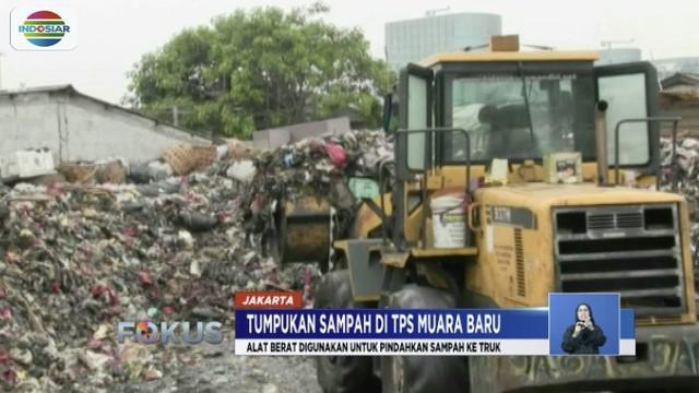 Disaat yang sama, gerobak sampah terus berdatangan membawa sampah yang diambil dari rumah warga.