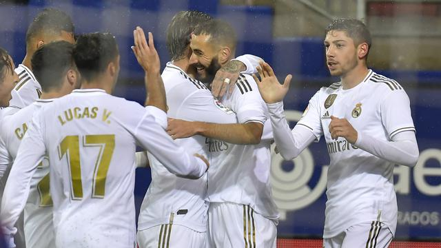 Benzama 2 Gol, Real Madrid Gilas Eibar 4-0