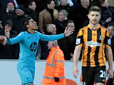 Selebrasi Paulinho setelah mencetak gol penyelamat pada pertandingan sepak bola Liga Inggris antara Hull City vs Tottenham Hotspur di Stadion Kingston Communications, Hull (01/02/14). (AFP/Lindsey Parnaby)