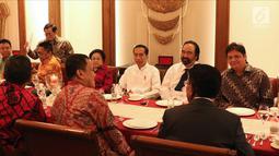 Presiden RI, Joko Widodo (kedua kanan) melakukan pertemuan dengan pimpinan partai politik pendukung di Pilpres 2019, Jakarta, Kamis (9/8). Pertemuan membahas koalisi jelang pendaftaran bakal Capres/Cawapres Pilpres 2019. (Liputan6.com/Helmi Fithriansyah)