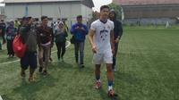 Mochamad Al Amin Syukur Fisabillah yang berposisi bek, mengikuti trial bersama Persib Bandung. (Bola.com / Muhammad Ginanjar)