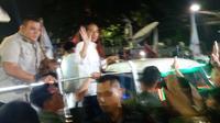 Jokowi-Ma'ruf Amin Tiba di KPU Naik Mobil Hias. (Liputan6.com/Hanz)