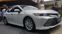 All New Toyota Camry 2019 memiliki tipe Hybrid  sebagai varian tertinggi. (Arief Aszhari/Liputan6.com)