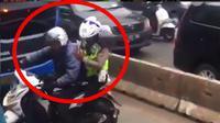 Polisi menangkap pelanggar lalu lintas. (instagram @tmcpoldametro)