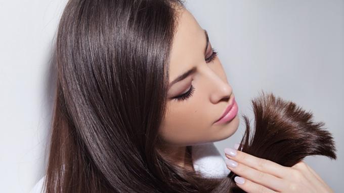 Ujung Rambut Bercabang  Ini Cara Rapi Mengguntingnya - Beauty Fimela.com 4cf55a3be6