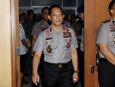Kapolri Jenderal Pol Tito Karnavian bersiap mengikuti raker dengan Komisi III DPR di Kompleks Parlemen Senayan, Jakarta, Rabu (14/3). Rapat membahas persiapan Polri dalam pengamanan Pilkada Serentak 2018. (Liputan6.com/Johan Tallo)