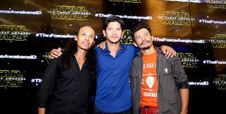 Tiga aktor laga Indonesia, Yayan Ruhian, Iko Uwais, dan Cecep Arif Rahman berhasil menembus ranah Hollywood. Mereka bertiga turut ambil bagian dalam film yang memiliki penggemar di seluruh dunia,'Star Wars'. (Andy Masela/Bintang.com)