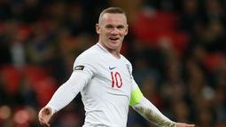 Laga perpisahan Wayne Rooney bersama timnas Inggris diakhiri dengan kemenangan manis. Bermain sejak menit ke-58 pada laga persabahatan kontra Amerika Serikat yang berlangsung di Stadion Wembley, Inggris. Timnas Inggris menang 3-0. (AFP/Ian Kington)